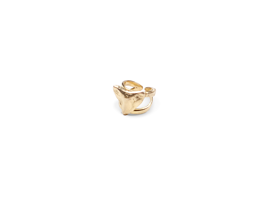 Shark tooth ring gold slide