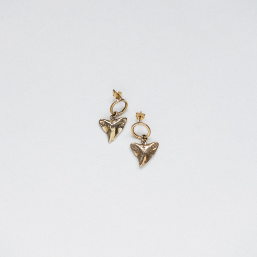 Shark tooth earrings gold thumbnail