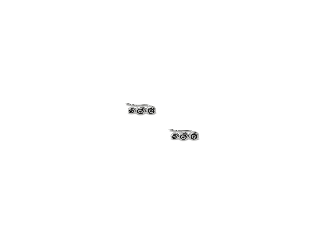 Octo earring silver  slide