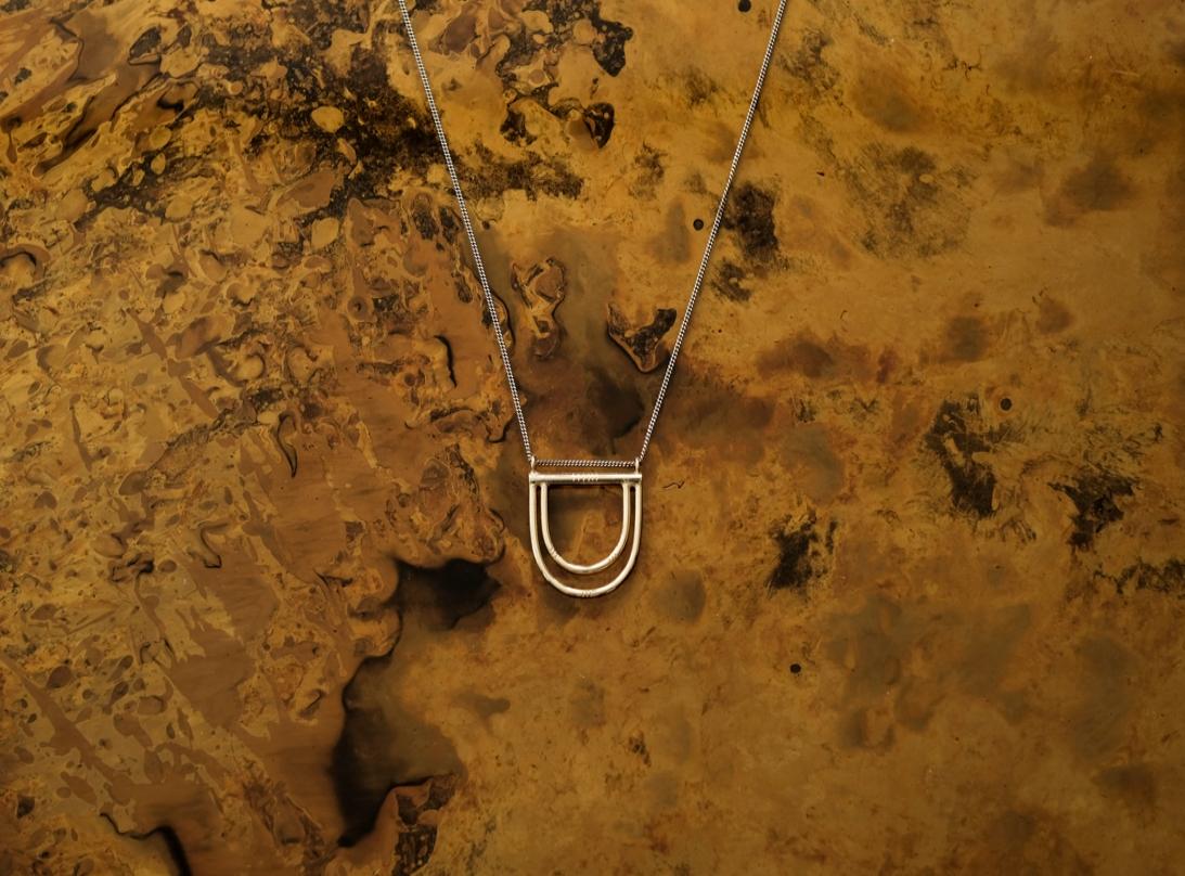 Paddle necklace slide