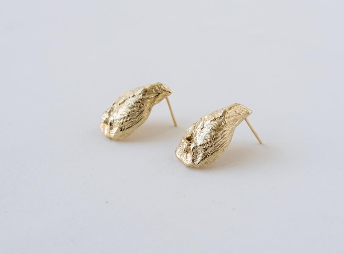 mussel earring slide