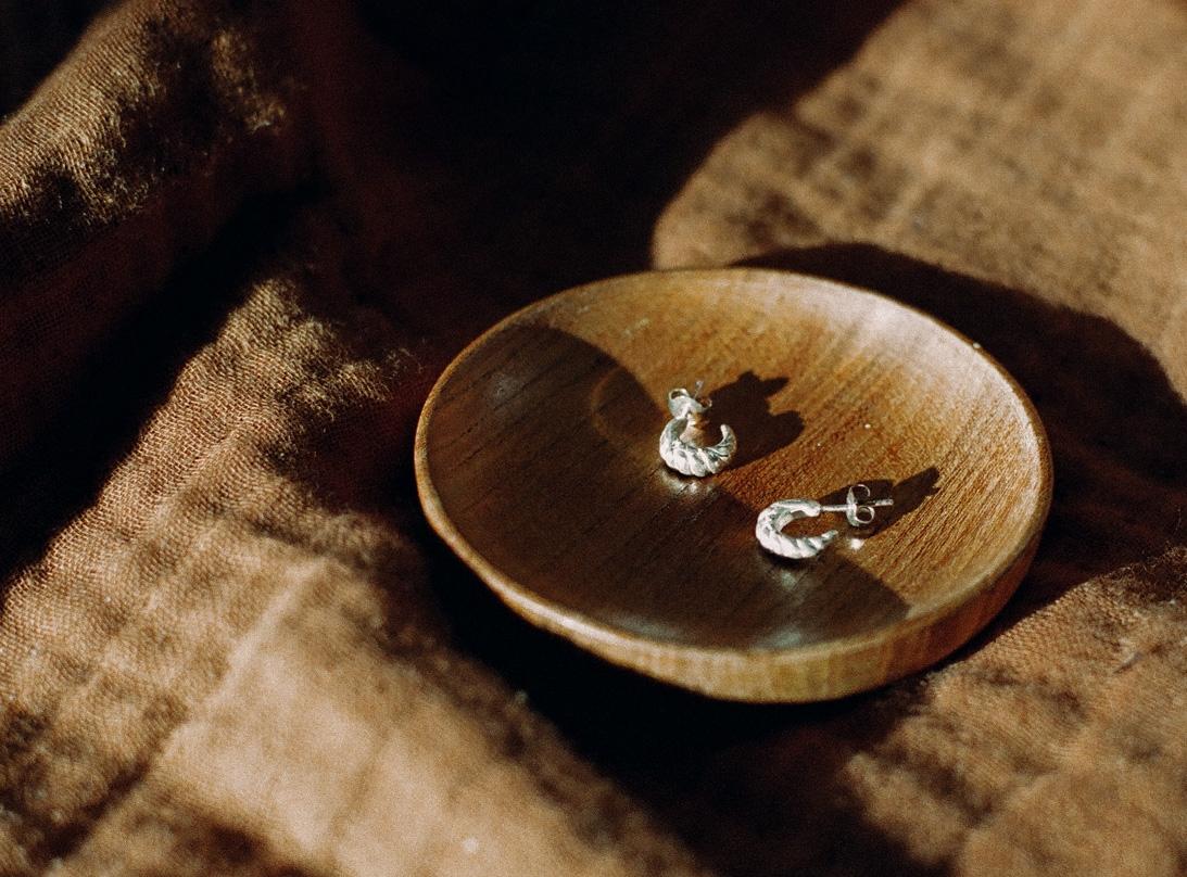 PRE-ORDER CARIDEA EARRINGS GOLD slide